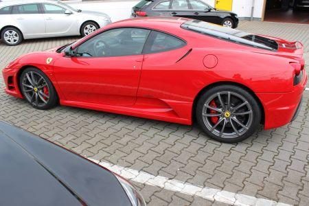 Ferrari 002_compressed.jpg